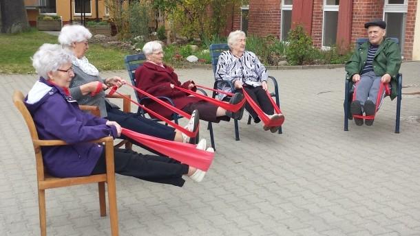 Ein Seniorenzentrum bewegt sich