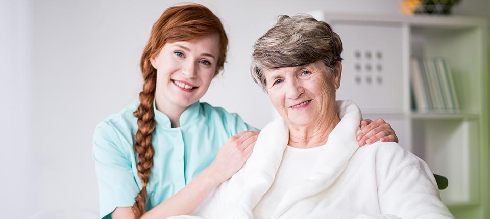 24-Stunden-Pflege zu Hause – Kosten und Förderungen im Überblick